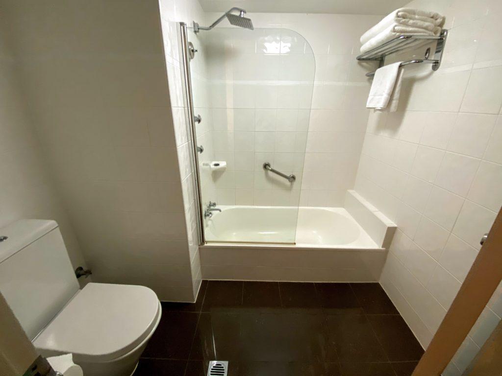ノボテルの浴室