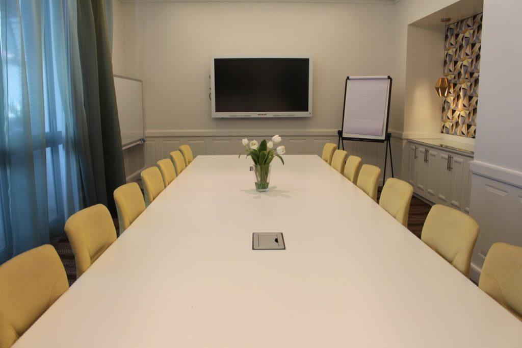 マントラ・レジェンズ・ホテルの会議室