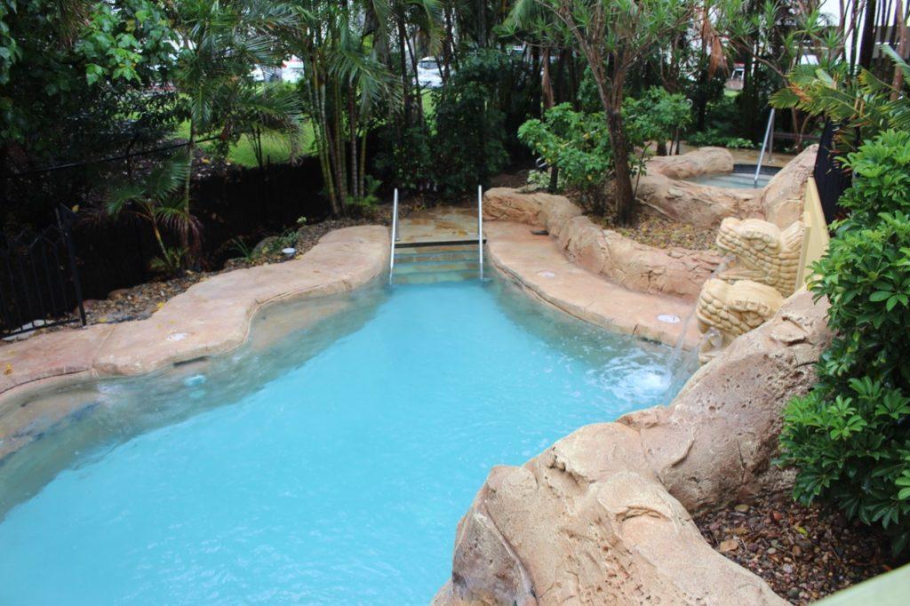 マントラ・サンシティのプール