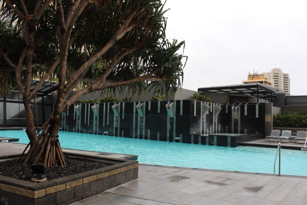 マントラ・サークル・オン・カビルのプール